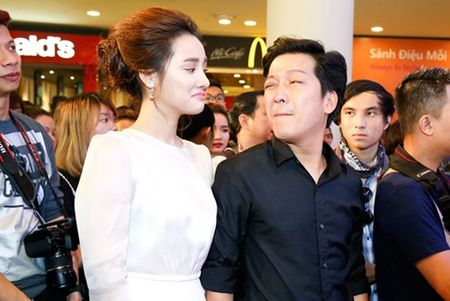 "Truong Giang - Nha Phuong tay trong tay ra mat phim ""Taxi, em ten gi?"" - Anh 2"