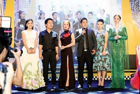 "Truong Giang - Nha Phuong tay trong tay ra mat phim ""Taxi, em ten gi?"" - Anh 3"