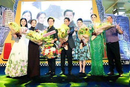 "Truong Giang - Nha Phuong tay trong tay ra mat phim ""Taxi, em ten gi?"" - Anh 4"