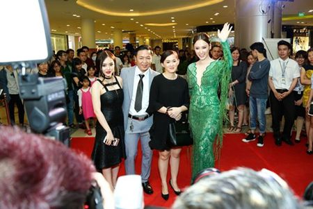 "Truong Giang - Nha Phuong tay trong tay ra mat phim ""Taxi, em ten gi?"" - Anh 5"