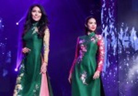 Hoa hau Ky Duyen 'do sac' ben dan chi Lan Khue - Anh 10