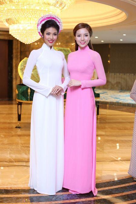 Hoa hau Ky Duyen 'do sac' ben dan chi Lan Khue - Anh 3