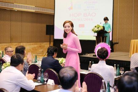 Hoa hau Ky Duyen 'do sac' ben dan chi Lan Khue - Anh 6