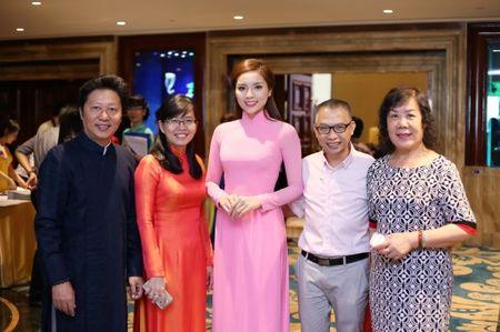 Hoa hau Ky Duyen 'do sac' ben dan chi Lan Khue - Anh 8