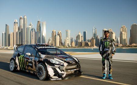 Man drift dao 1 ngay tai Dubai cung Ford Fiesta ST do - Anh 10