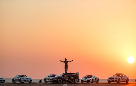 Man drift dao 1 ngay tai Dubai cung Ford Fiesta ST do - Anh 12