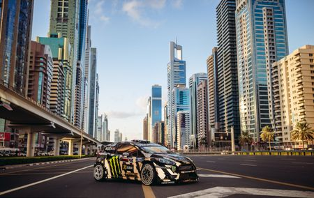 Man drift dao 1 ngay tai Dubai cung Ford Fiesta ST do - Anh 13