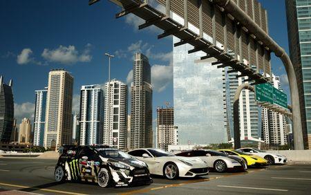 Man drift dao 1 ngay tai Dubai cung Ford Fiesta ST do - Anh 2