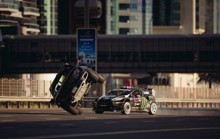 Man drift dao 1 ngay tai Dubai cung Ford Fiesta ST do - Anh 7