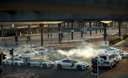Man drift dao 1 ngay tai Dubai cung Ford Fiesta ST do - Anh 8