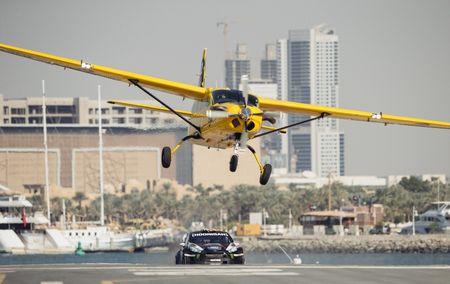 Man drift dao 1 ngay tai Dubai cung Ford Fiesta ST do - Anh 9