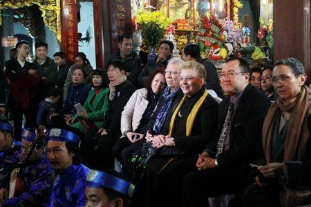 Khi cac Dai su nuoc ngoai 'me' hau dong o Viet Nam - Anh 1