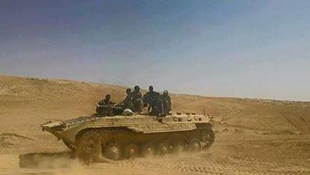 Quan doi Syria danh chiem 8 cao diem gan thanh pho Palmyra - Anh 1