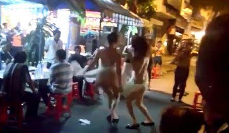 Phan cam voi man thoat y cua cac 'hotgirl' tai dam ma - Anh 3