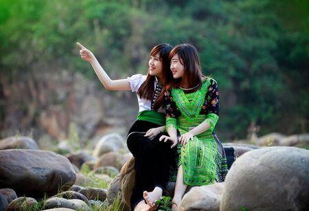 Len Dien Bien dam minh cung dieu mua, tieng khen trong Le hoi hoa Ban - Anh 1