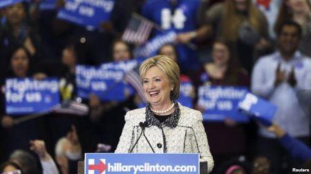 Ba Clinton chiem loi the trong ngay Sieu thu Ba - Anh 1