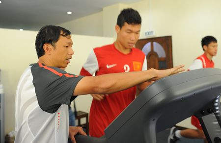 HLV Huu Thang chon tro ly HAGL len tuyen - Anh 1