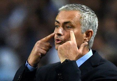 Mourinho nham 5 hau ve cho M.U - Anh 1