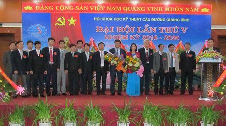 Ra mat Ban chap hanh Hoi KHKT Cau duong Quang Binh nhiem ky moi - Anh 1