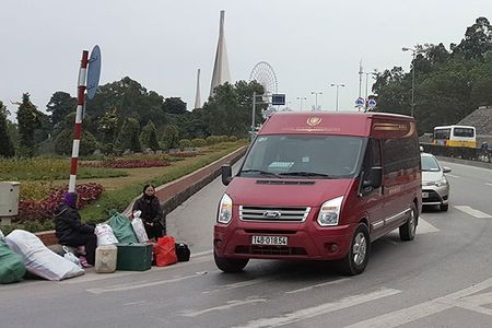 """""""Nup bong"""" xe hop dong, Limousine than nhien chay tuyen co dinh - Anh 1"""
