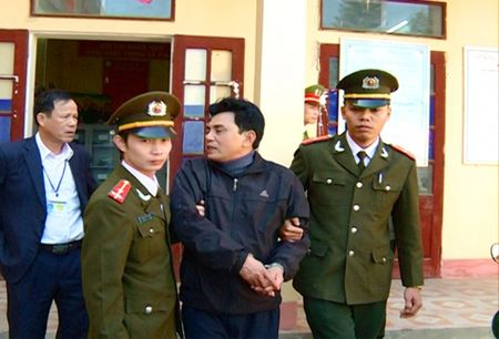 """Bat hai doi tuong lam gia benh an """"chay"""" che do chinh sach - Anh 1"""