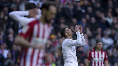 Ronaldo len tieng xin loi dong doi - Anh 2