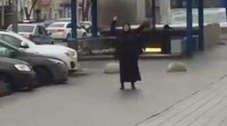 Be 4 tuoi o Moskva bi co giao Trung A sat hai da man - Anh 1