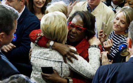 Cu tri da mau quyet dinh thang loi cua ba Clinton o South Carolina - Anh 2