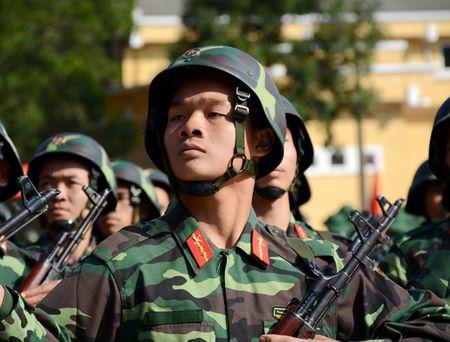 Dai tuong Do Ba Ty du Le ra quan huan luyen tai Trung doan 101 - Anh 11