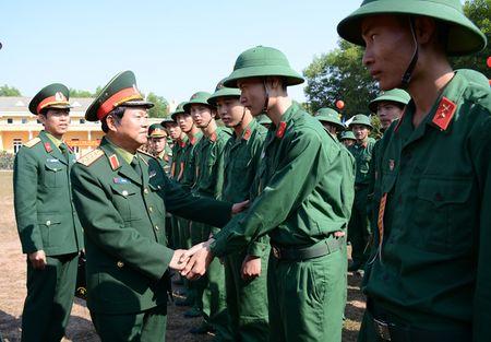 Dai tuong Do Ba Ty du Le ra quan huan luyen tai Trung doan 101 - Anh 15