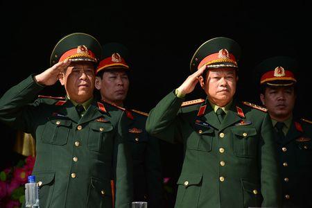 Dai tuong Do Ba Ty du Le ra quan huan luyen tai Trung doan 101 - Anh 1