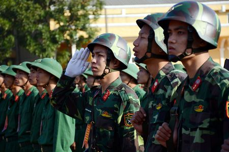 Dai tuong Do Ba Ty du Le ra quan huan luyen tai Trung doan 101 - Anh 2