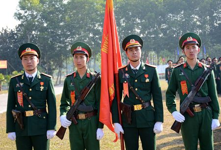 Dai tuong Do Ba Ty du Le ra quan huan luyen tai Trung doan 101 - Anh 5