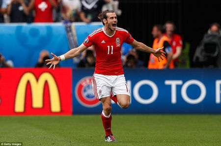 Gareth Bale ghi ban giup Xu Wales gianh chien thang lich su - Anh 1