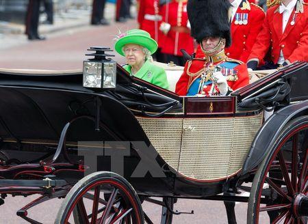 Nu hoang Elizabeth II rang ro trong le mung sinh nhat lan thu 90 - Anh 2