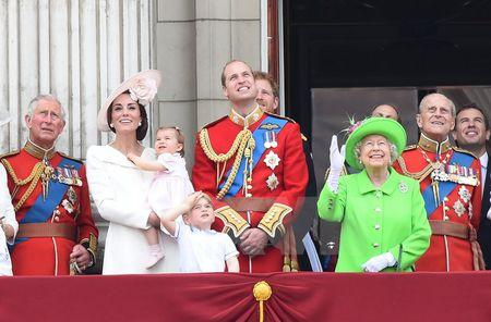 Nu hoang Elizabeth II rang ro trong le mung sinh nhat lan thu 90 - Anh 3