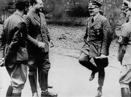 Duc: Ban dau gia quan va tat cua trum phat xit Hitler - Anh 2