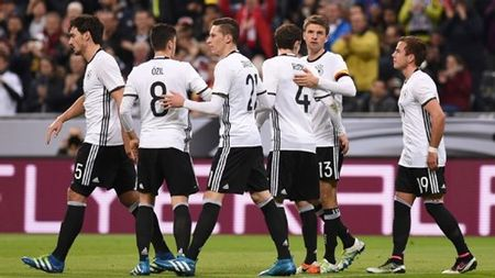 Euro 2016 Duc - Ukraine: Chien dau de vuot qua su hoai nghi - Anh 1