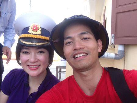 Hoa hau Nguyen Thi Huyen xinh dep trong trang phuc hai quan tham Truong Sa - Anh 2