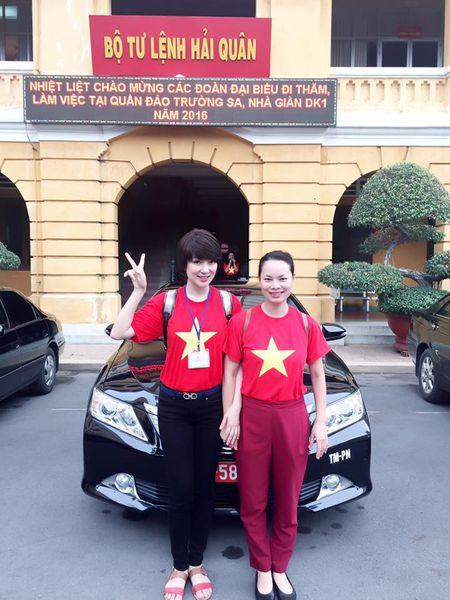 Hoa hau Nguyen Thi Huyen xinh dep trong trang phuc hai quan tham Truong Sa - Anh 8