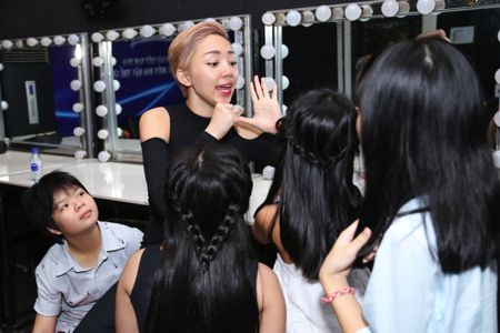Truc tiep liveshow 2 Vietnam Idol Kids 2016: Toc Tien bi bat nat - Anh 8