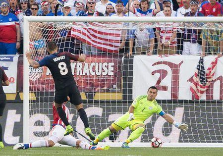 Copa America: Thua tham Costa Rica, Colombia mat ngoi dau bang - Anh 4