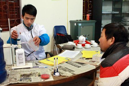 Phong, chong HIV/AIDS vung Tay Bac - Ganh nang tu HIV/AIDS - Anh 1