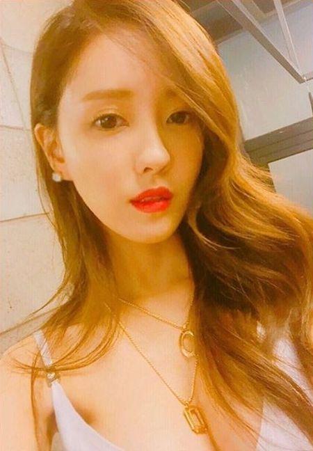Sao Han 12/6: Tae Yeon gac chan quyen ru, Hani bi che toc nhu choi xe - Anh 2