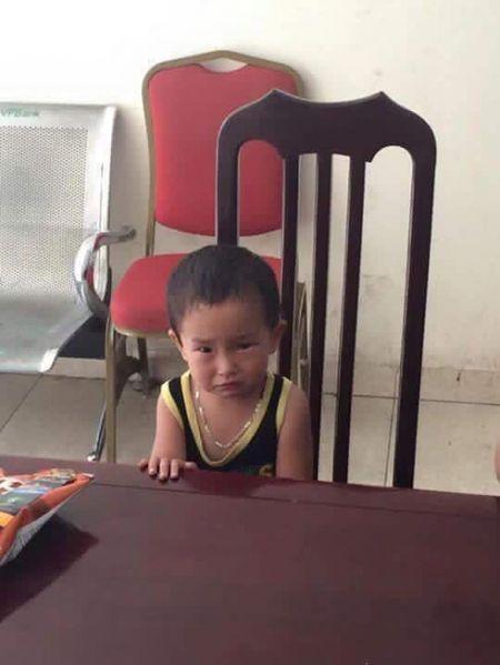 HN: Be trai 2 tuoi bi nguoi than bo roi o quan pho cung 200 ngan - Anh 2