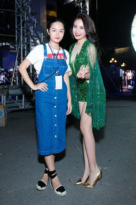 Hoang Thuy Linh goi cam, mot ngay chay show 4 su kien - Anh 9