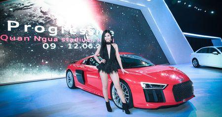 "Dong Nhi, Noo Phuoc Thinh ""chay"" cung sieu xe Audi R8 - Anh 1"