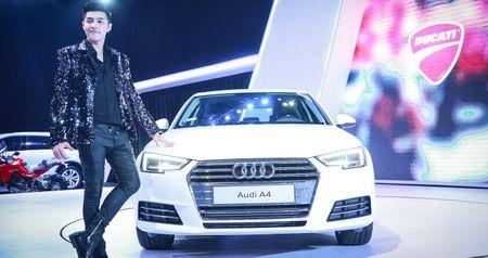 "Dong Nhi, Noo Phuoc Thinh ""chay"" cung sieu xe Audi R8 - Anh 3"