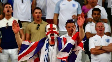 """Cuoc chien"" tren san co Euro 2016 qua anh - Anh 4"