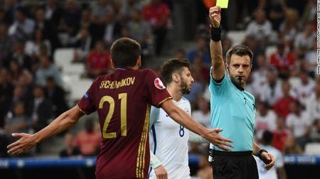 """Cuoc chien"" tren san co Euro 2016 qua anh - Anh 5"